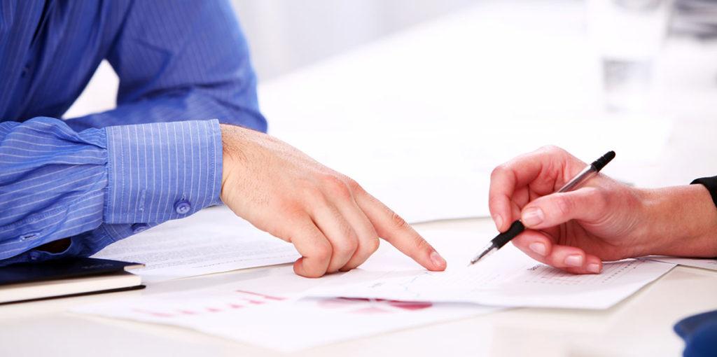 To mennesker i et møte - offentlig gjeldsordning - Advokat Vidar Sinding AS