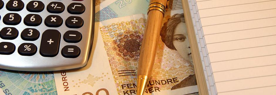 kalkulator, penger og notisblokk - gjeldsproblemer, tvangsfullbyrdelse, Advokat Vidar Sinding AS