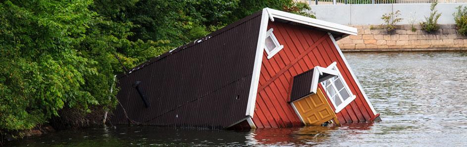 Hus som flyter i flomvann - naturskade, Advokat Vidar Sinding AS